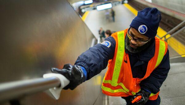 Desinfección del metro en EEUU debido al nuevo coronavirus - Sputnik Mundo