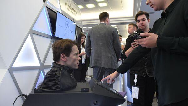 Un Robo-C de la compañía rusa Promobot - Sputnik Mundo