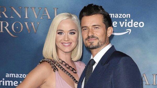 La cantante Katy Perry con su novio el actor Orlando Bloom - Sputnik Mundo