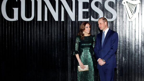 Kate Middlenton y su esposo, el príncipe William - Sputnik Mundo