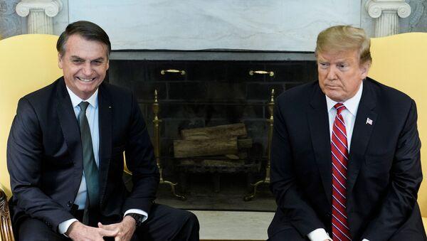 El presidente de Brasil, Jair Bolsonaro, junto al presidente de EEUU, Donald Trump - Sputnik Mundo
