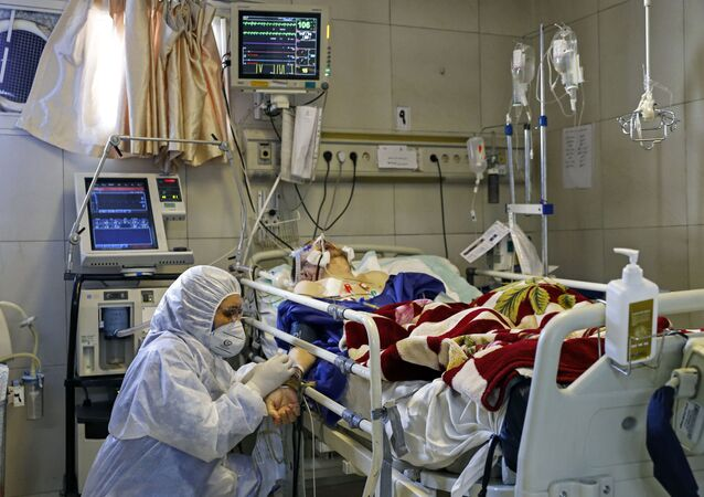Un paciente con coronavirus en un hospital (imagen referencial)