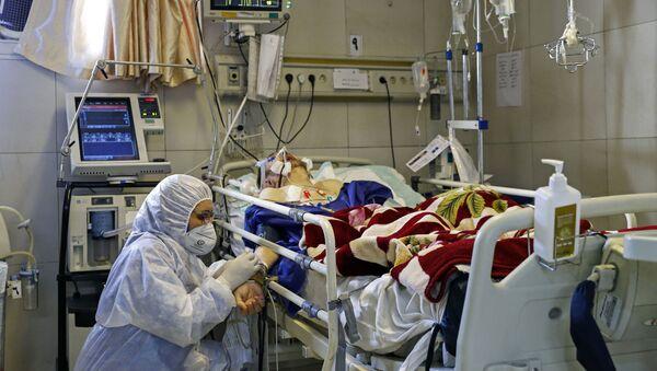 Un paciente con coronavirus en un hospital (imagen referencial) - Sputnik Mundo