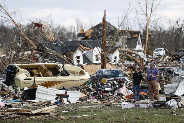 Tornados, natación invernal y coronavirus: las imágenes más impactantes de la semana - Sputnik Mundo