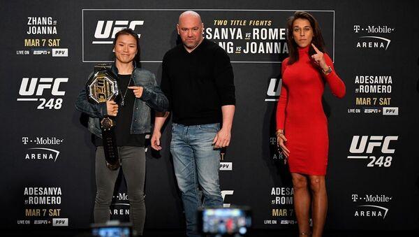 Las luchadoras Zhang Weili y Joanna Jedrzejczyk - Sputnik Mundo