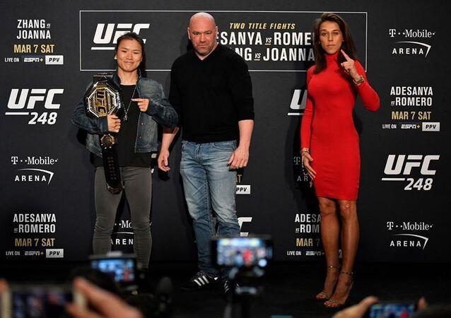 Las luchadoras Zhang Weili y Joanna Jedrzejczyk