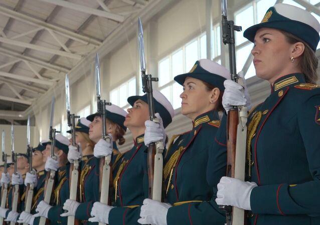 La belleza del Ejército: el entrenamiento de las militares rusas para el 9 de mayo