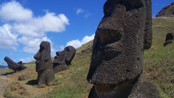 Estatuas moái de la isla de Pascua  - Sputnik Mundo