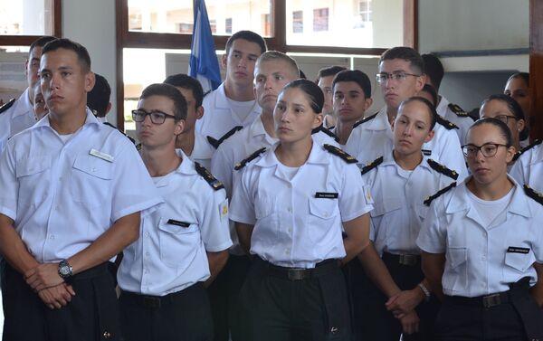 Alumnos de la Escuela Naval de Montevideo en la exposición dedicada al 200 del descubrimiento de la Antártida - Sputnik Mundo