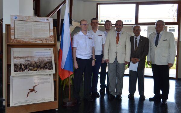 Visitantes de la exposición dedicada al 200 del descubrimiento de la Antártida en la Escuela Naval de Montevideo  - Sputnik Mundo