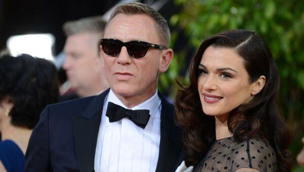 Daniel Craig y Rachel Weisz - Sputnik Mundo