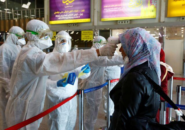 Miden la temperatura para detectar el coronavirus en Irán