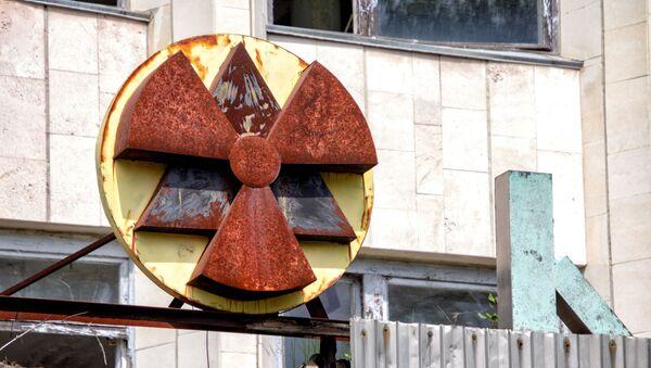 Un signo de radiación (imagen referencial) - Sputnik Mundo