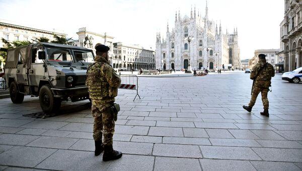 Plaza de Duomo en Milano (Italia) durante la cuarentena  - Sputnik Mundo