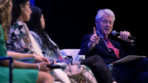 Bill Clinton, ex presidente de EEUU - Sputnik Mundo