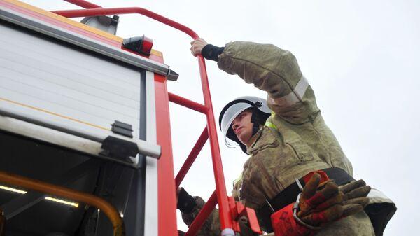 Un bombero ruso, foto de archivo - Sputnik Mundo