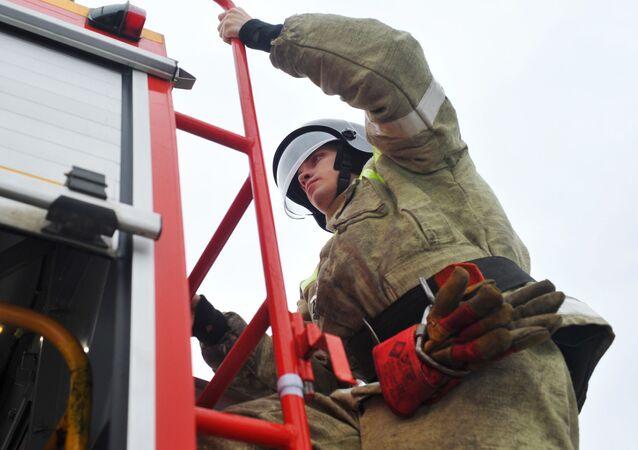 Un bombero ruso, foto de archivo