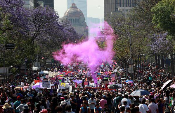 La manifestación en el Día Internacional de la Mujer en México - Sputnik Mundo