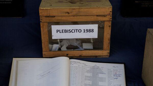 Caja usada durante el plebiscito de 1988 en Chile - Sputnik Mundo