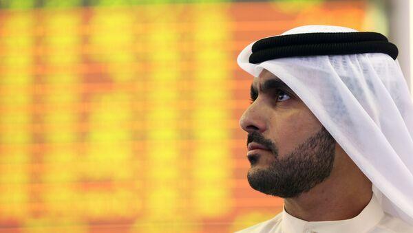 Inversor en la bolsa de Dubai - Sputnik Mundo