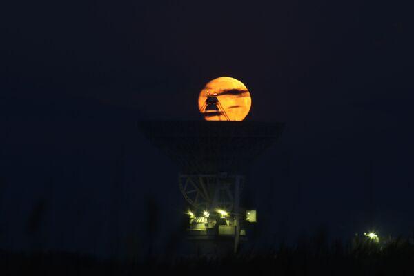 La primera superluna de marzo impresiona al mundo  - Sputnik Mundo