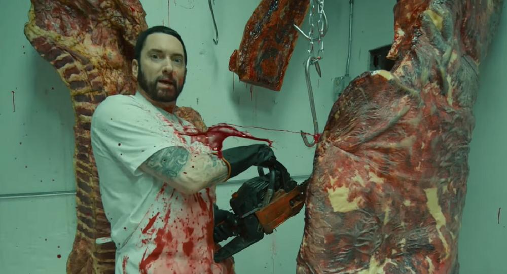El vídeo musical 'Godzilla', captura de pantalla