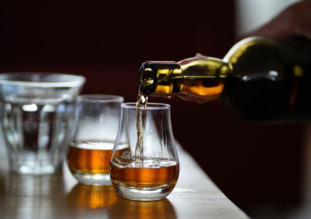 Unas copas con el alcohol (imagen referencial)