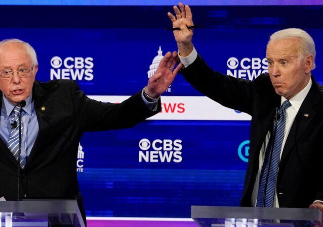 Joe Biden y Bernie Sanders durante el debate presidencial