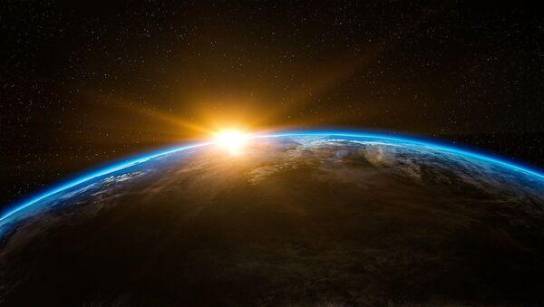El Sol se levanta sobre la Tierra - Sputnik Mundo