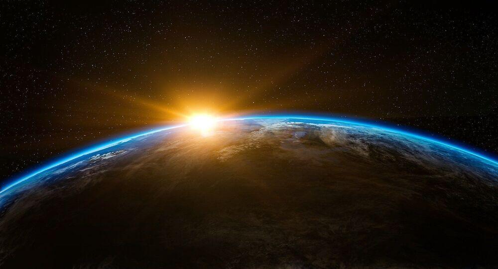 El sol se levanta en la Tierra