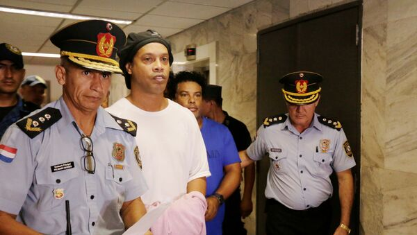Ronaldinho Gaucho, exfutbolista brasileño detenido en Paraguay - Sputnik Mundo