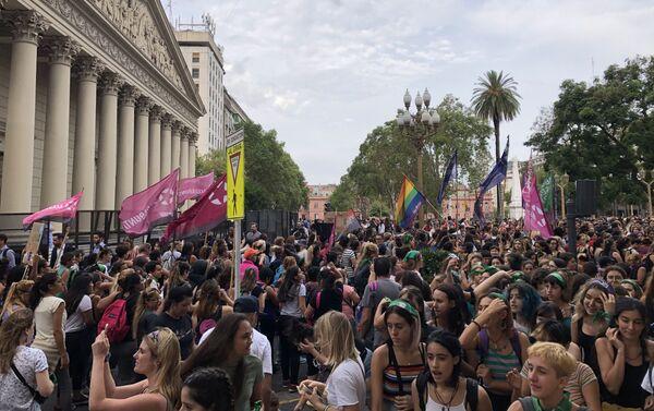 Movilización de mujeres frente a la Plaza de Mayo en Buenos Aires - Sputnik Mundo