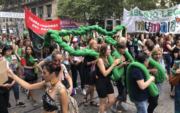 Mujeres manifestándose por el aborto legal en Buenos Aires, Argentina - Sputnik Mundo