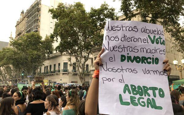 Un cartel durante la marcha de mujeres del 9 de marzo en Buenos Aires, Argentina - Sputnik Mundo