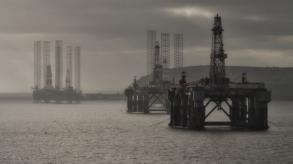 Las plataformas de extracción de petróleo (imagen referencial) - Sputnik Mundo