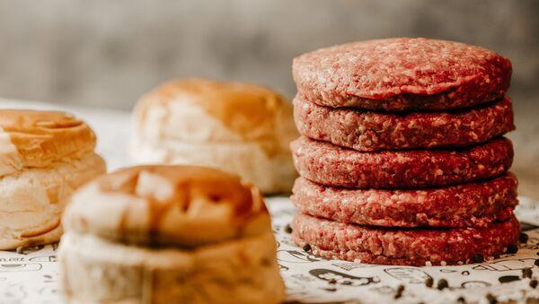 Carne para hamburguesas (imagen referencial) - Sputnik Mundo