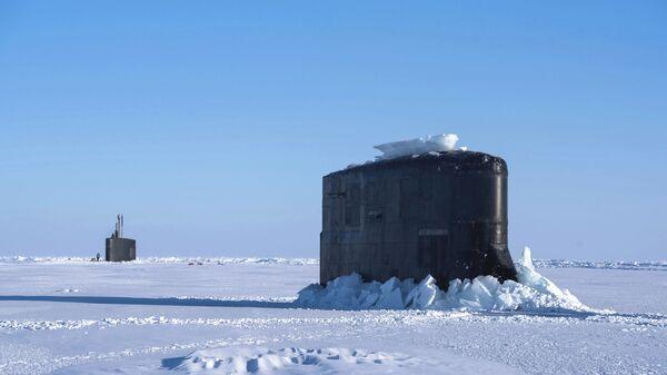 Un submarino estadounidense rompe el hielo en el ICEX, archivo - Sputnik Mundo