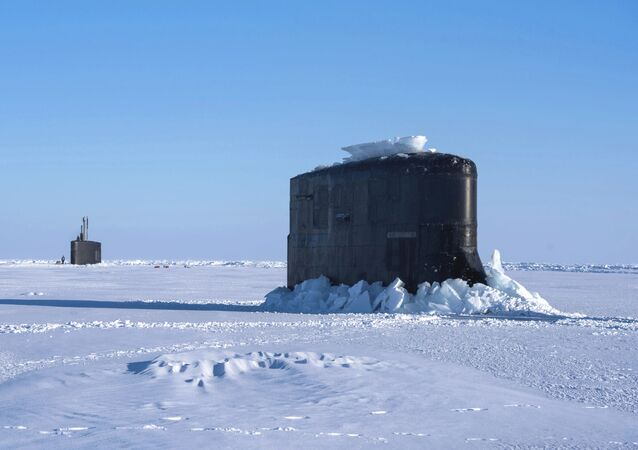 Un submarino estadounidense rompe el hielo en el ICEX, archivo
