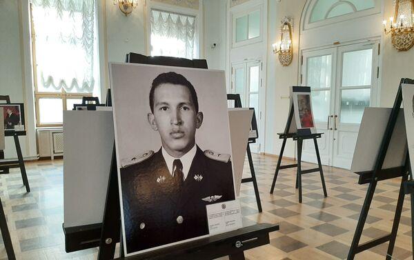 Hugo Chávez, joven oficial - Sputnik Mundo