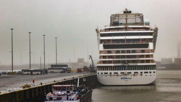 Una nave de crucero en el puerto belga de Zeebrugge - Sputnik Mundo
