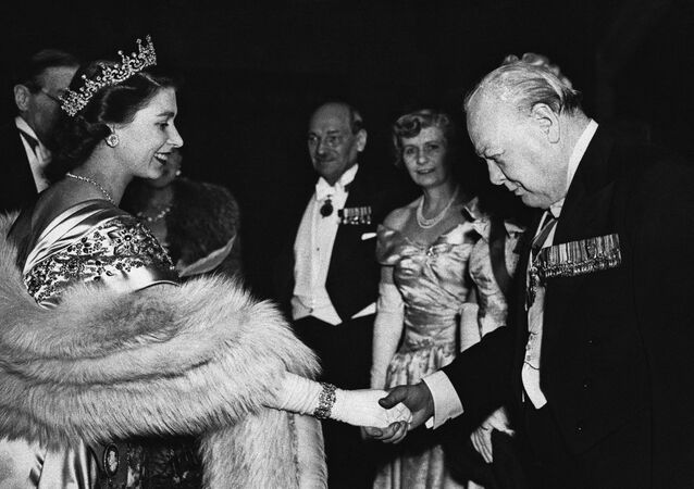 La princesa Isabel con Winston Churchill