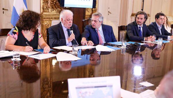 El presidente de Argentina, Alberto Fernández y el ministro de Salud, Gines Garcia - Sputnik Mundo