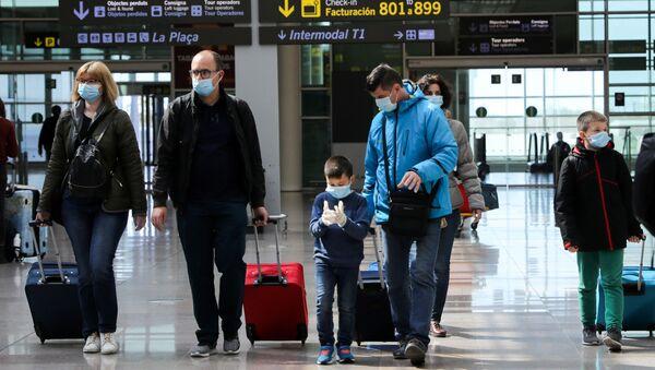 Los viajeros en el aeropuerto de Barcelonaa - Sputnik Mundo