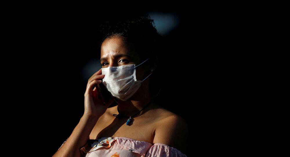 Una mujer con mascarilla en Brasil (imagen referencial)