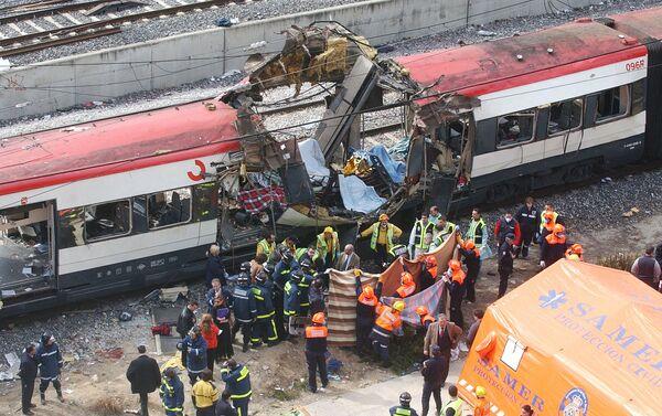Uno de los trenes de Atocha tras la explosión - Sputnik Mundo