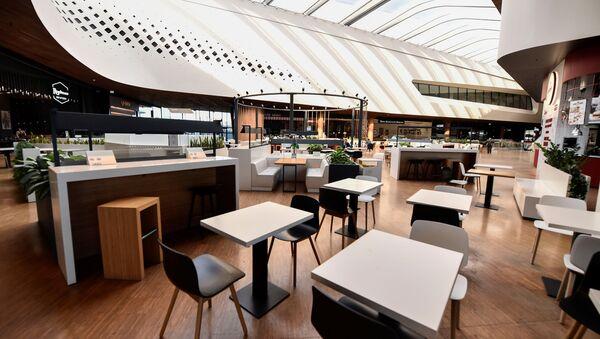 Un centro comercial en Milán, Italia - Sputnik Mundo