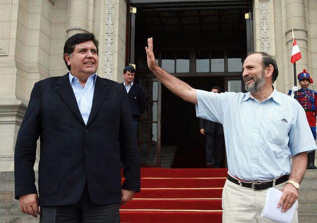 El expresidente peruano Alan García, junto a su primer ministro Yehude Simon