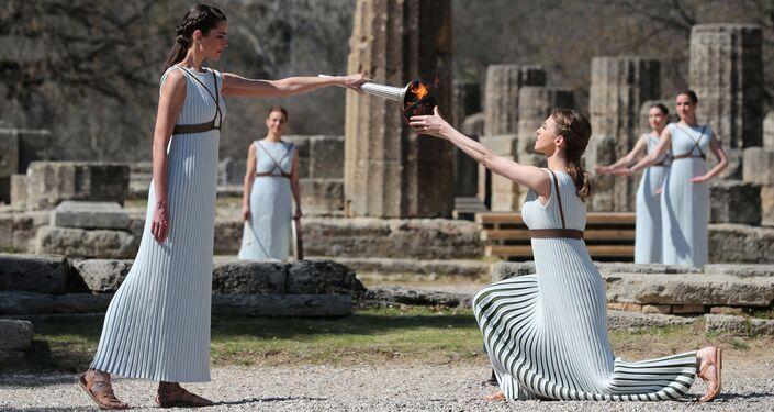 La ceremonia de encendido de la llama olimpica