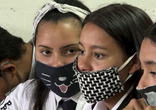 Estudiantes colombianos combaten de forma innovadora el coronavirus