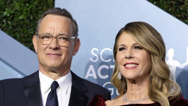 Tom Hanks junto a su esposa, Rita Wilson - Sputnik Mundo